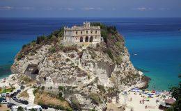 536943_church_santa_maria_dell_isola_tropea_calabria_ital_1920x1200_www.GdeFon.ru_