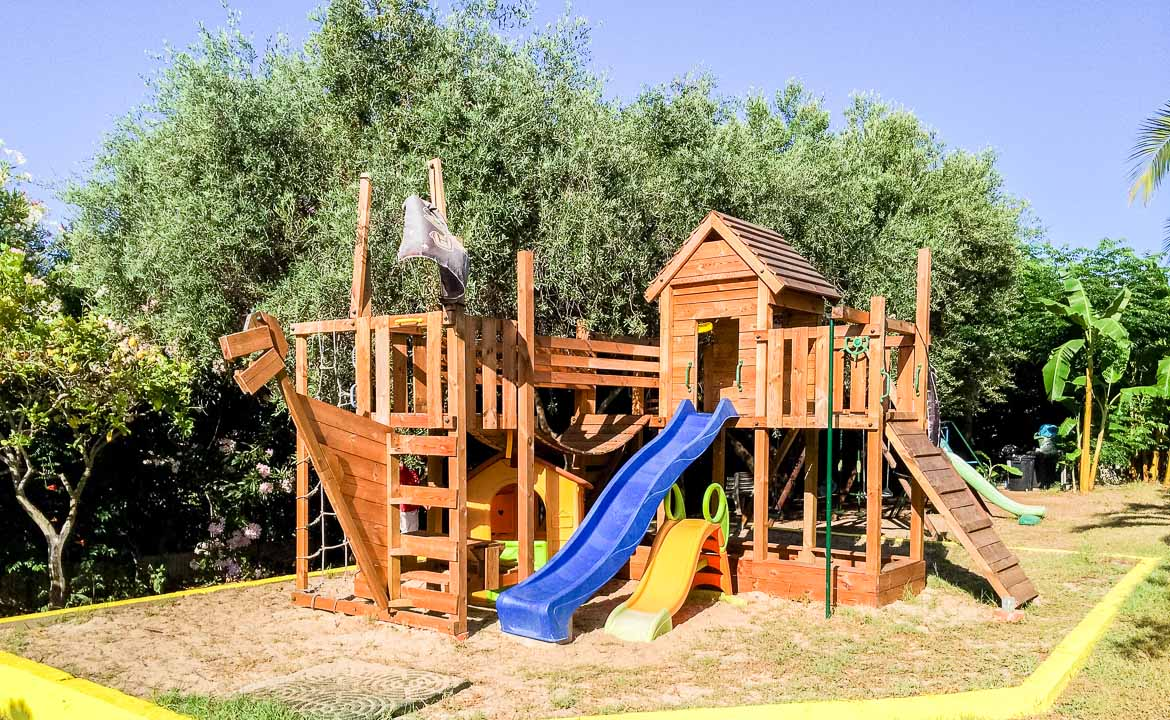 tanti servizi per i tuoi bambini al villaggio residence costa real vicino tropea in calabria. Black Bedroom Furniture Sets. Home Design Ideas